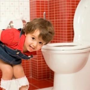 Come insegnare al nostro bimbo ad andare al bagno da solo - Come fare per andare in bagno ...