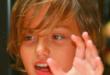 bambino puzza sudore