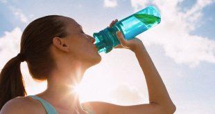 Quanta acqua bere quando si è incita